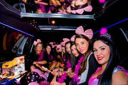 Wystarczy wsiąść do naszej limuzyny aby doświadczyć niesamowitych emocji podczas wieczoru panieńskiego we Wrocławiu
