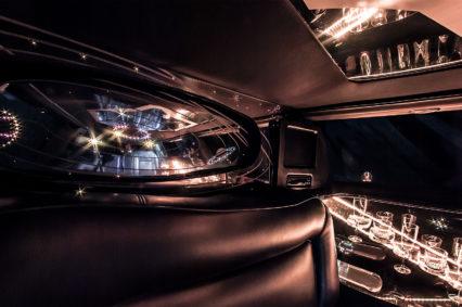 Luksusowy wystrój naszych limuzyn doskonale pasuje do wieczorów panieńskich we Wrocławiu
