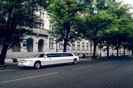 Budynek A1 Politechniki Wrocławskiej oraz nasza luksusowa limuzyna