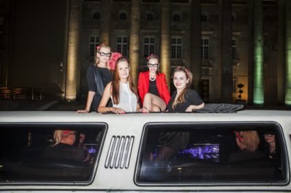 Niezapomniane wrażenia z przejazdu limuzyną przez miasto do klubu