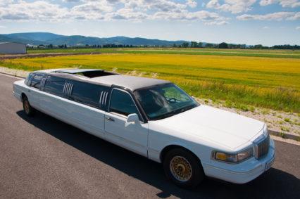 Jedyna taka limuzyna z ogromnym otwieranym szklanym dachem!